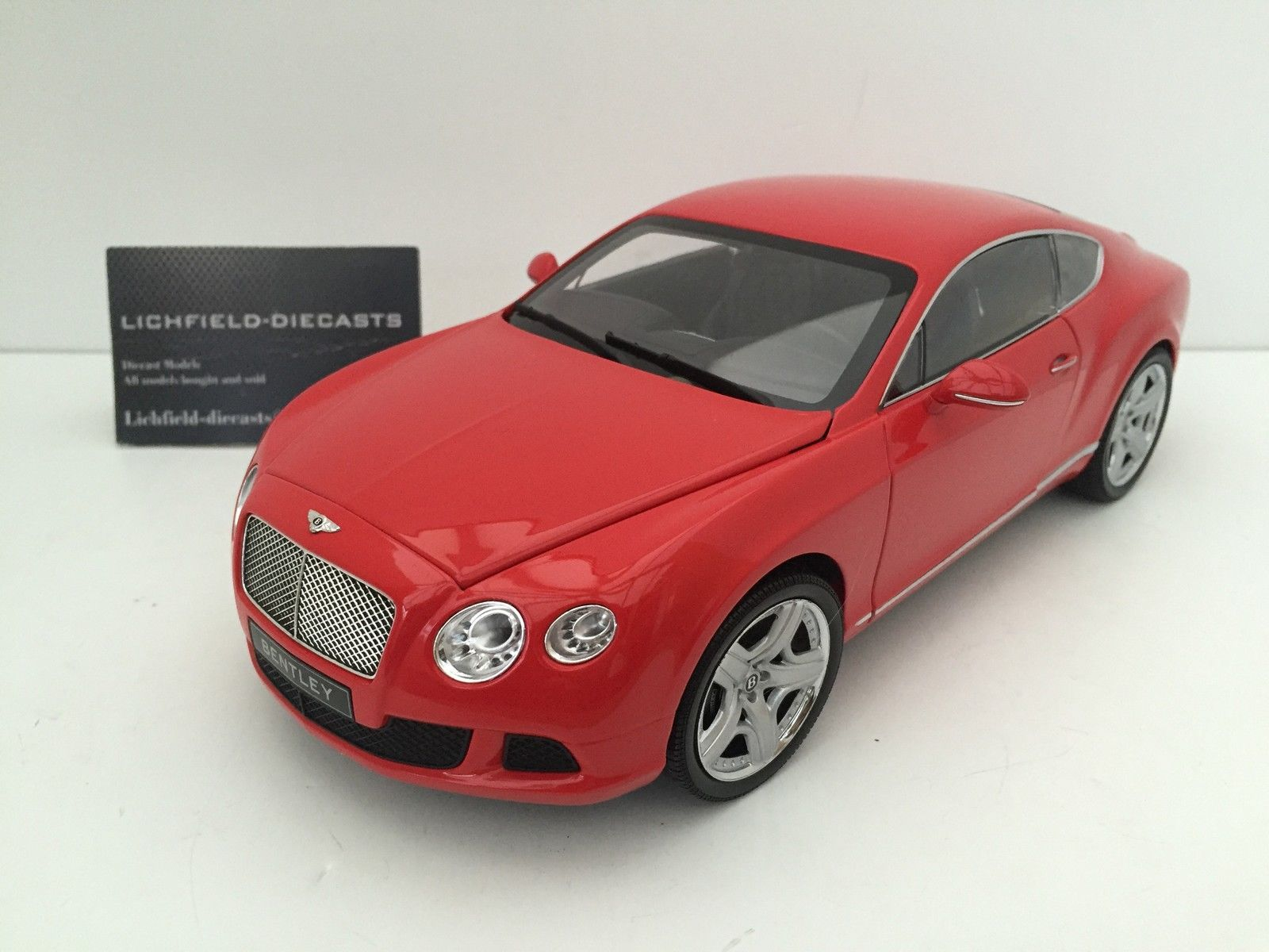 Minichamps 1 18 BENTLEY CONTINENTAL GT IN RED 2011 LTD 750 PCS 100