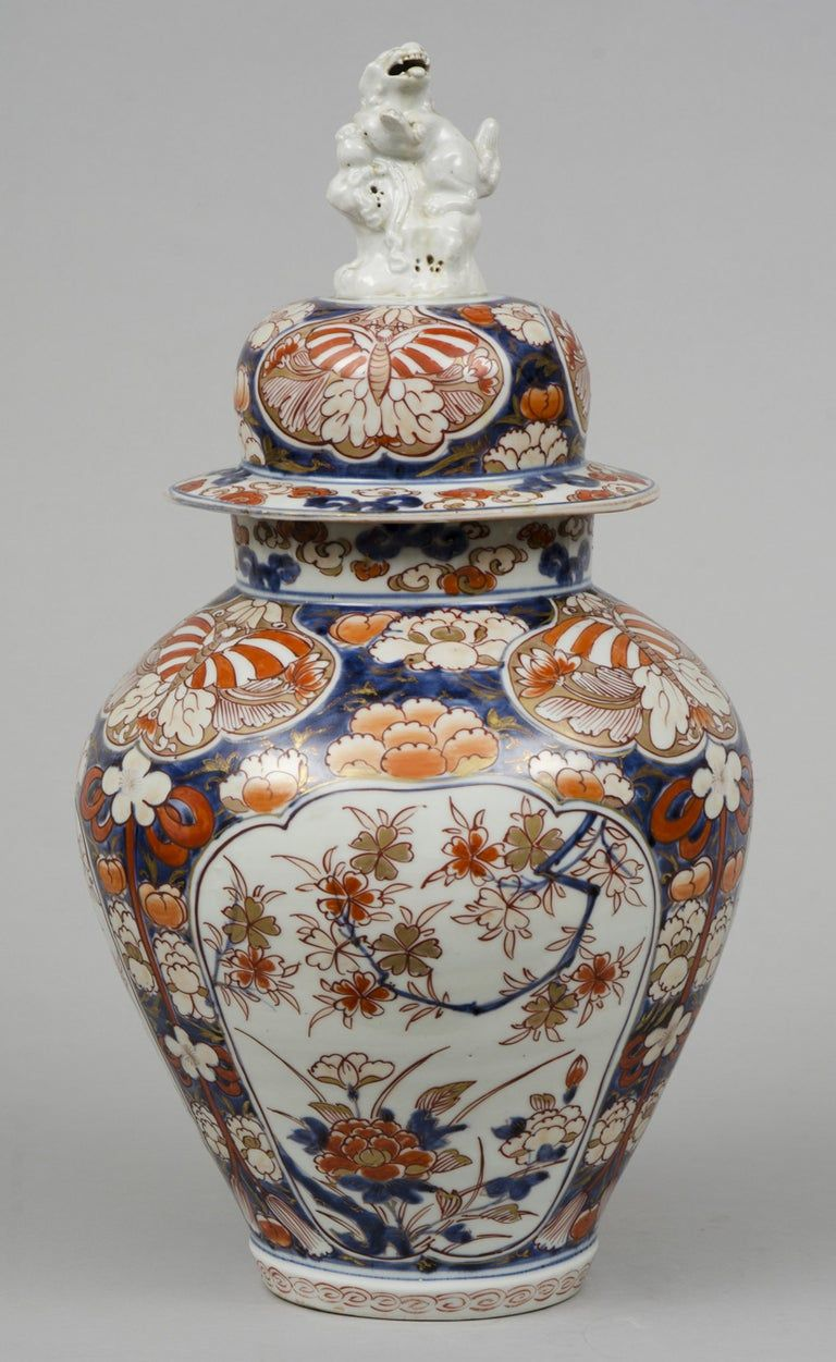 Fine Early Japanese Imari Vase And Lid With Foo Dog Finial Circa 1720 In 2020 Imari Vase Imari Japanese Pottery