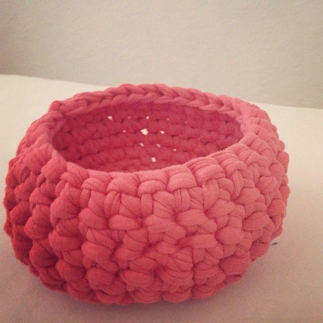 textilkorb ist fertig geh kelt textilgarn korb h keln knitters knittershandmade. Black Bedroom Furniture Sets. Home Design Ideas