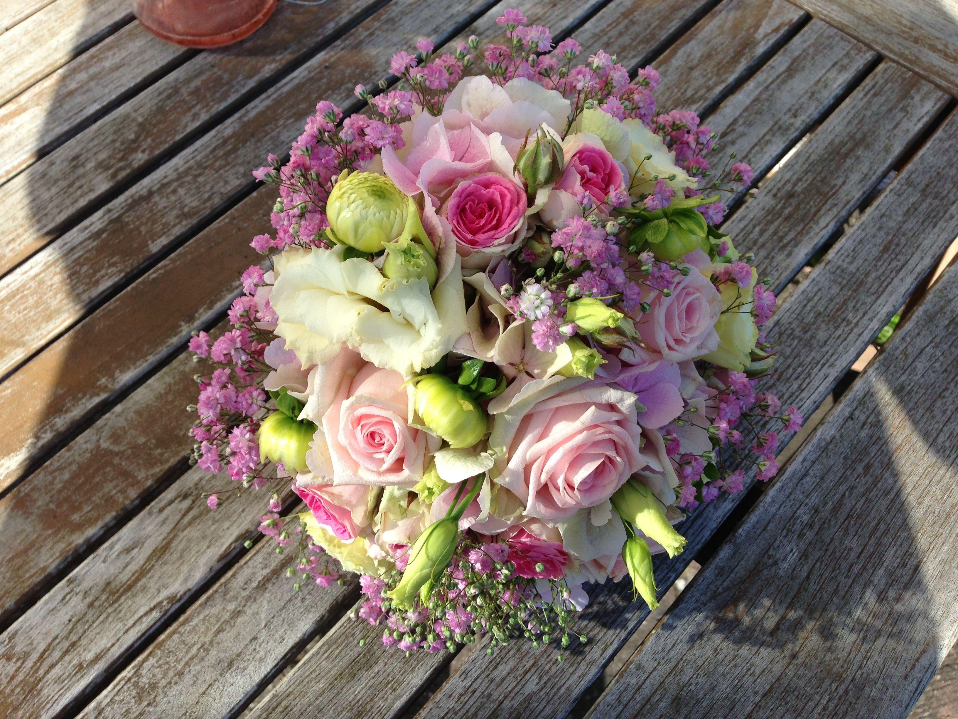 Brautstrauß mit Rosen romantisch
