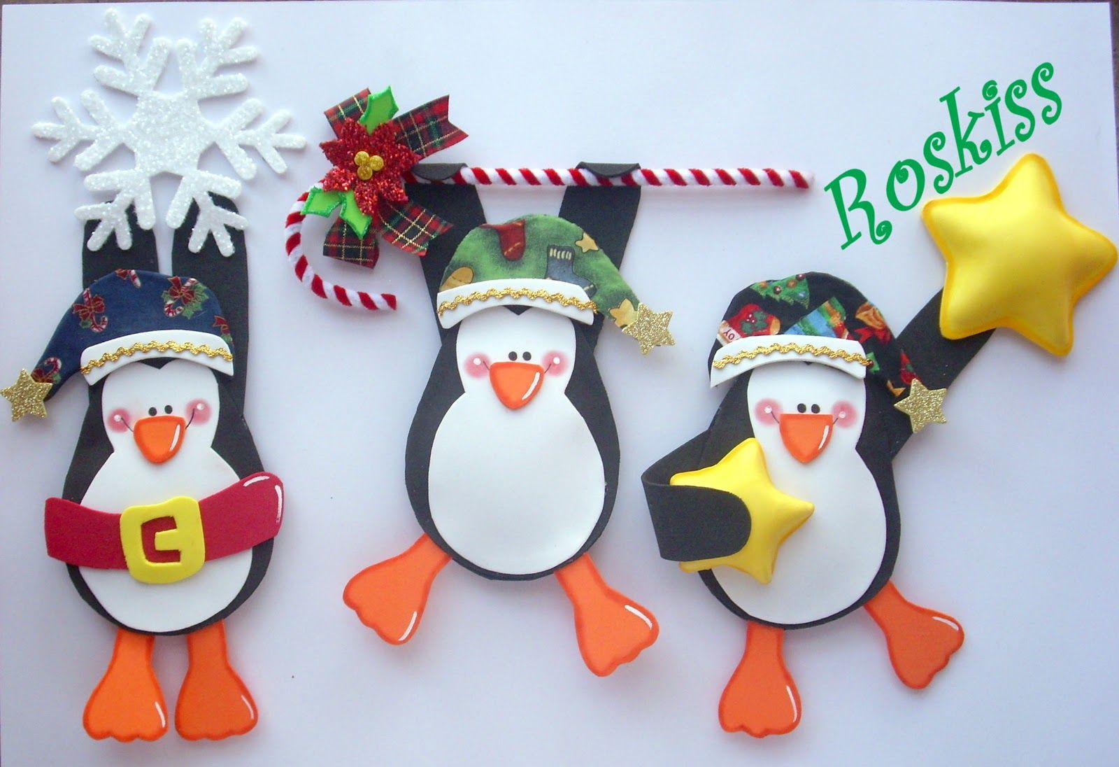 Pinguinos en foamy manualidades navidad navidad goma for Manualidades souvenirs navidenos