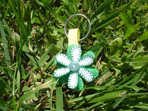 Keychain felt green and white flower with a green button in the center.