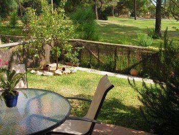 Casa en islantilla con jardín privado y vistas al golf