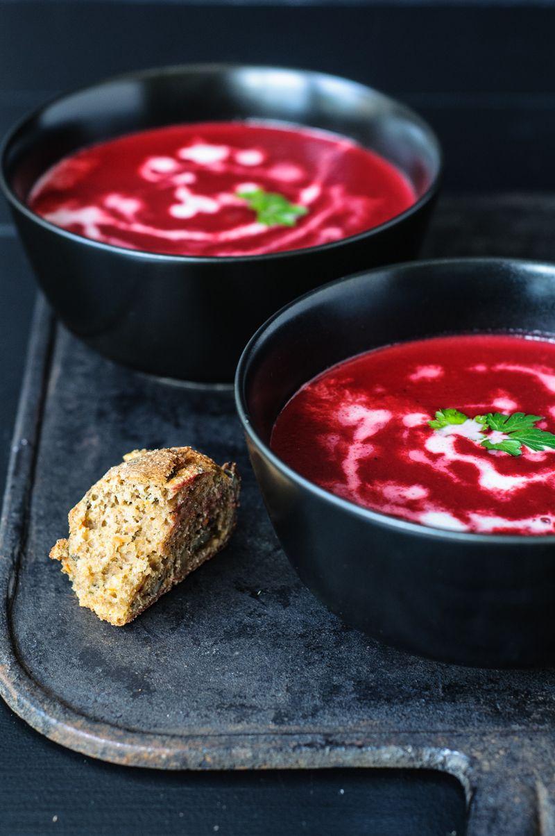 Aus dem Thermomix: vegane Rote Beete Suppe und Dinkelvollkornbrötchen – trickytine