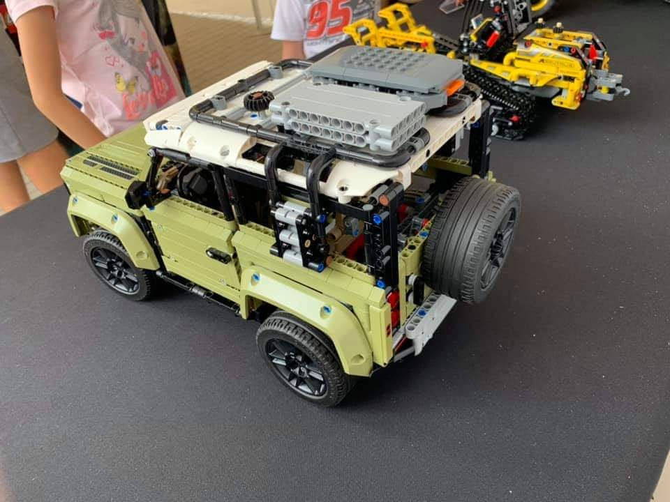Lego Technic Land Rover Defender 42110 Back Side Lego Technic