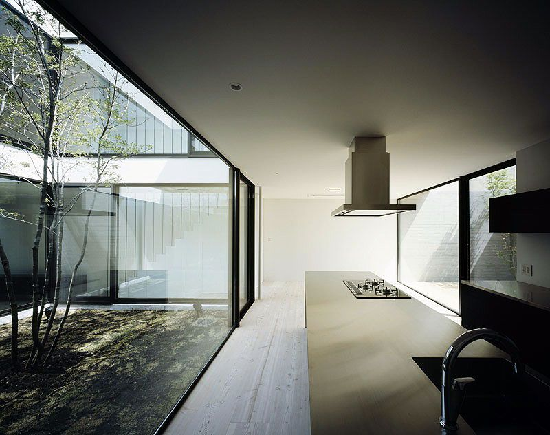 La casa patio de apollo architects interiores minimalistas casas con patios y o jardines for Casa moderna minimalista interior