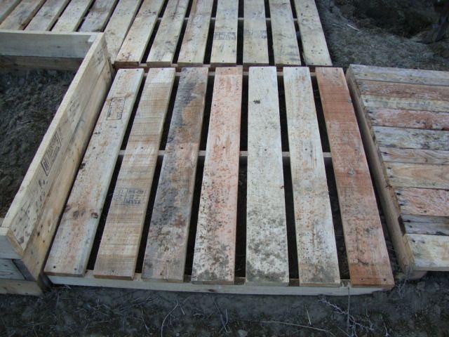 Wooden Pallet Sidwalk | sidewalk square | Pallet path ...