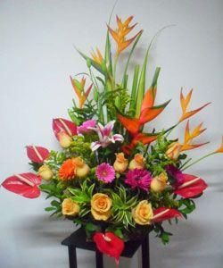 Arreglos florales conmemoracion pinterest arreglos for Plantas decorativas artificiales bogota