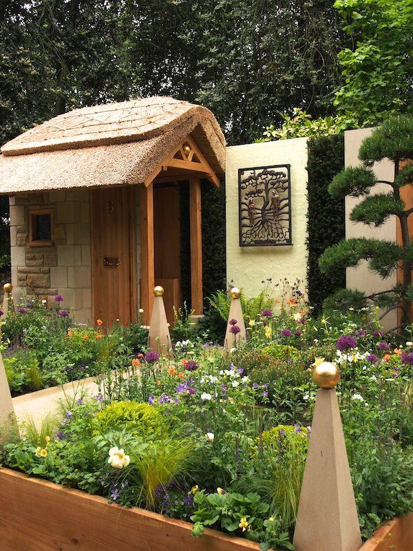 Artisans Gardens, Chelsea 2013 | GardenDrum Walkers' Pine Cottage Garden Design Graham Bodie