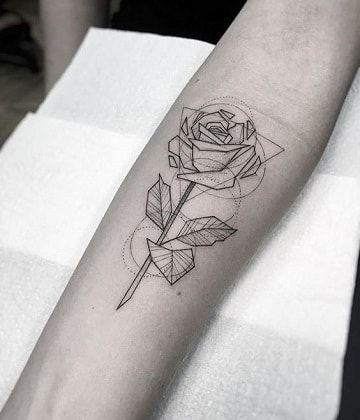 Tradicionales Tatuajes De Rosas En Los Brazos Tatuajes De Rosas Tatuaje Rosa Geometrica Tatuajes