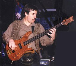"Jeff Berlin listen to bass part on ""if you can't stand the heat"" off Bruford's album ""feels good to me"""