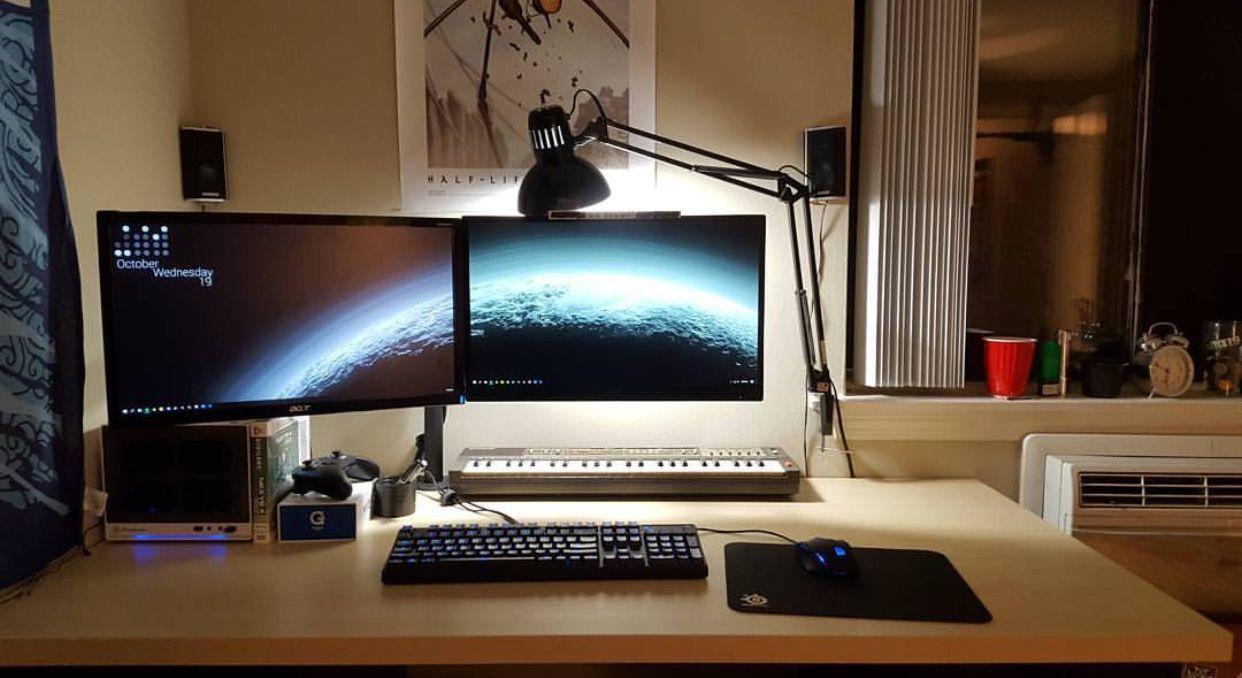 pin von diba reints auf gaming setup pinterest schreibtisch buero und tisch. Black Bedroom Furniture Sets. Home Design Ideas