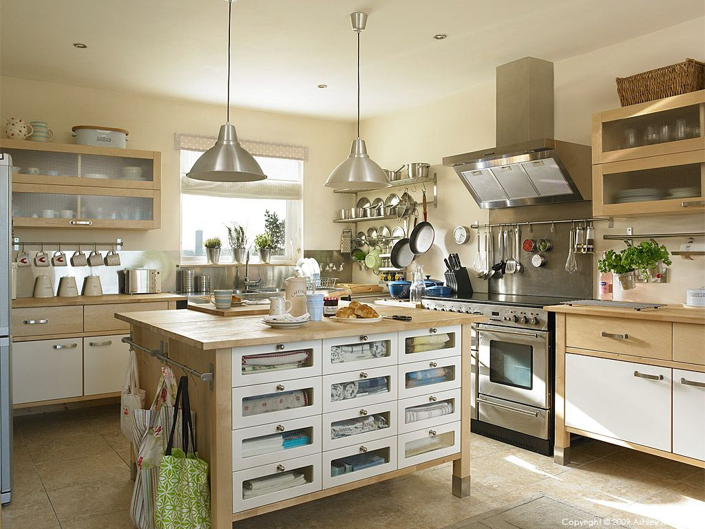 An ikea varde free standing kitchen in a farmhouse outside for Free standing kitchen ideas