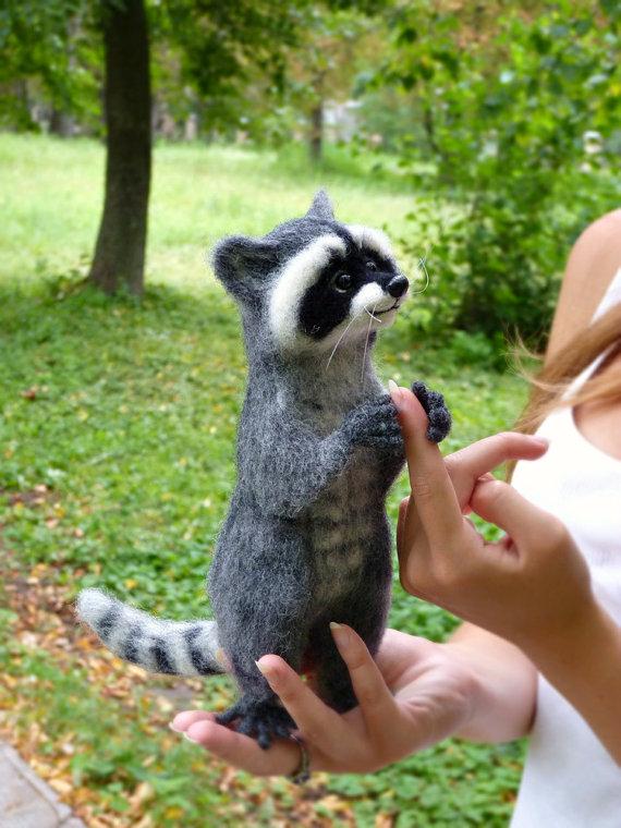 MADE TO ORDER! Nadelfilz-Filted Felted Animal Felt Puppe Figuren Skulptur Raccoon animal Raccoon Geschenk Raccoon totem Miniatur #needlefeltedanimals