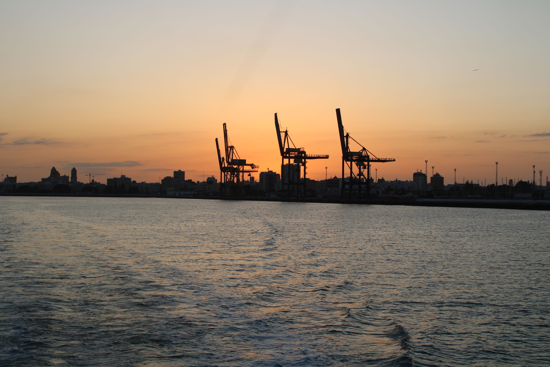 atardecer en el puerto de Cádiz en el amanecer