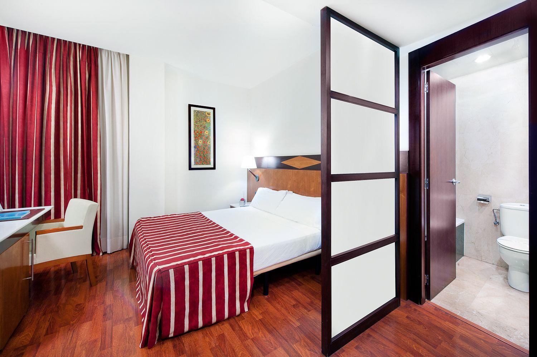 Amplia habitación de matrimonio en el Hotel Catalonia Berna #hotel #barcelona  http://www.hoteles-catalonia.com/es/nuestros_hoteles/europa/espanya/catalunya/barcelona/hotel_catalonia_berna/index.jsp
