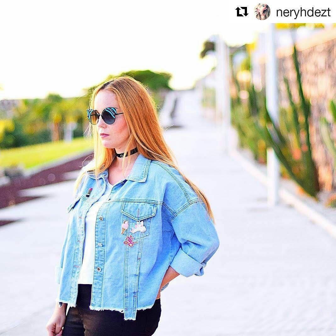 #Nuevo #look de nuestra #blogger @neryhdezt Te gusta el #estilo #retro? Qué te parece este #outfit basado en los #años90 con unas #gafasdesol @fendi 0177 como #complemento estrella? #estilo #gafas #nuevas #moda  New look by our blogger Nery! Do you like retro #style ? What do you think about this outfit based on the #90's with a pair of #fendi #sunglasses as main #complement ? #style #glasses #outfit #iggers #sun #trend #new #look #odd #ootd