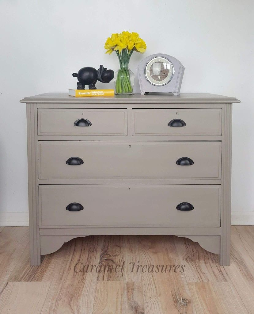 Chest of drawers painted in Annie Sloan French Linen