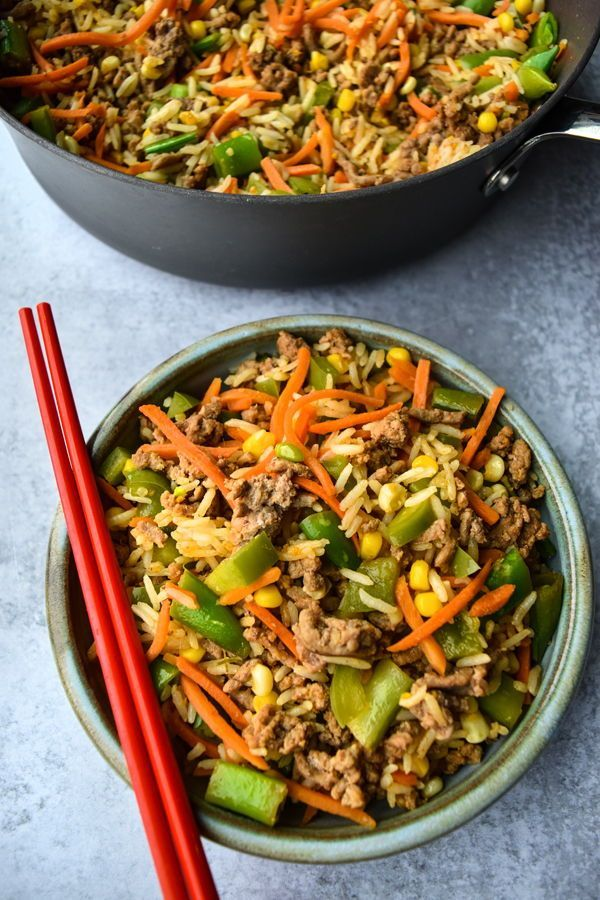 Inside-Out Egg Roll in a bowl! So quick, so easy, and absolutely packed with delicious egg roll flavor. The perfect quick weeknight meal. . #servingupsimplicity #healthyeggroll #eggrollinabowl #eggrollstirfry #healthydinner