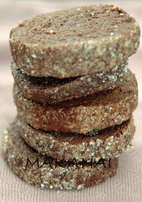 Biscuits au cacao, pignons de pin et noix de cajou