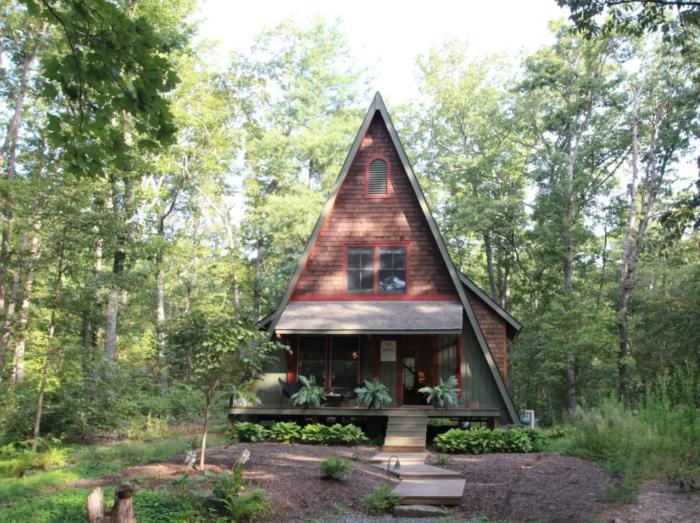 This Forest Lodge Hiding In The Virginia Woods Is A Fairytale Come To Life Cabins In Virginia Fairytale House Renting A House
