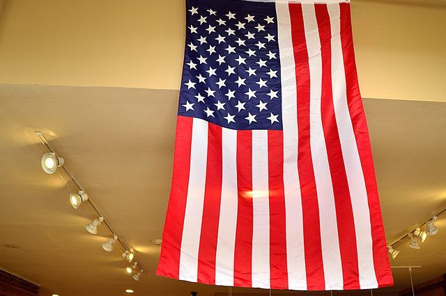 How To Hang An American Flag Vertically Ehow Hanging Flags Vertical American Flag American Flag