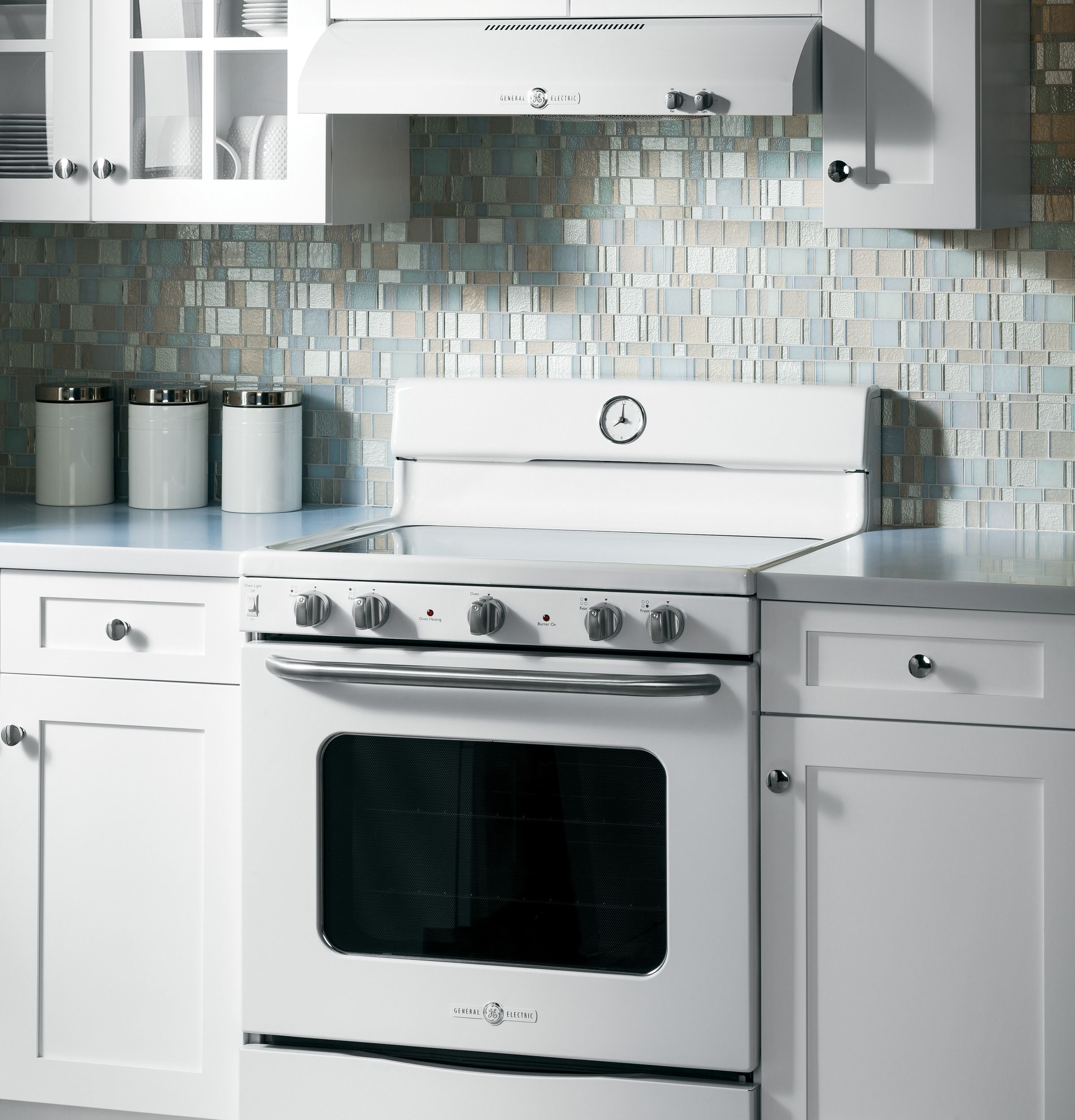 """Small Electric Kitchen Appliances: GE Artistry™ Series 30"""" Free-Standing Electric"""