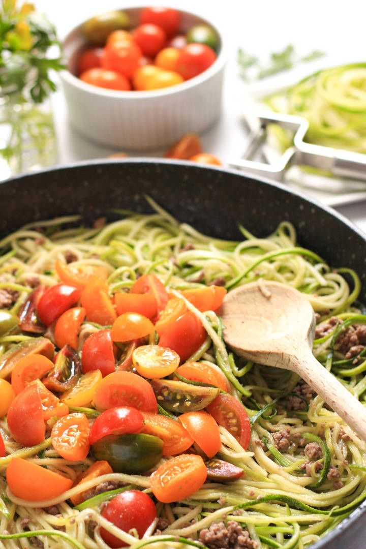 Zucchini Noodles With Minced Beef Heirloom Tomatoes Cooking With Ground Beef Paleo Chicken Recipes Vegetable Recipes