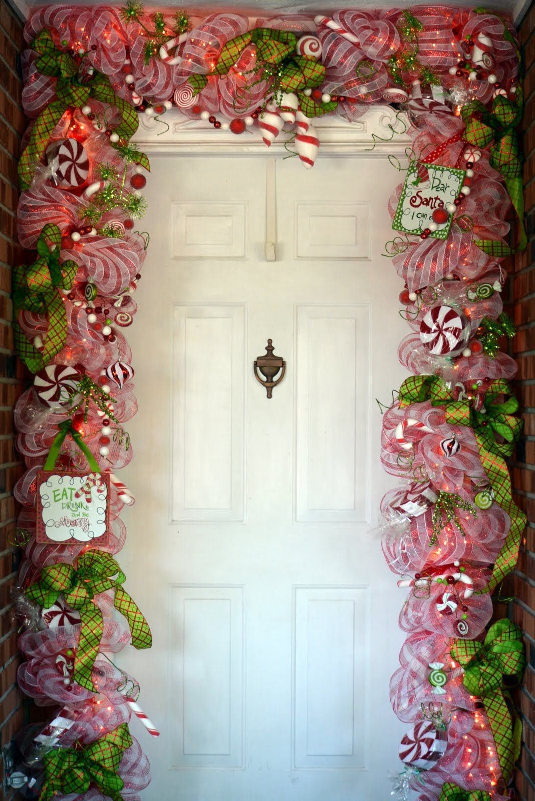 This christmas door makes me smile christmas - Como hacer adornos navidenos para puertas ...
