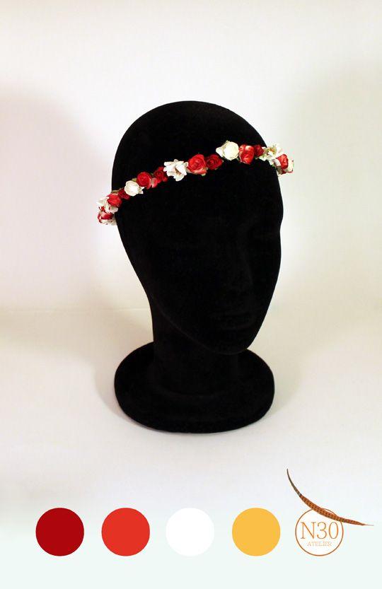 N30 Atelier Coronita con flores de papel hechas a mano en rojo y blanco
