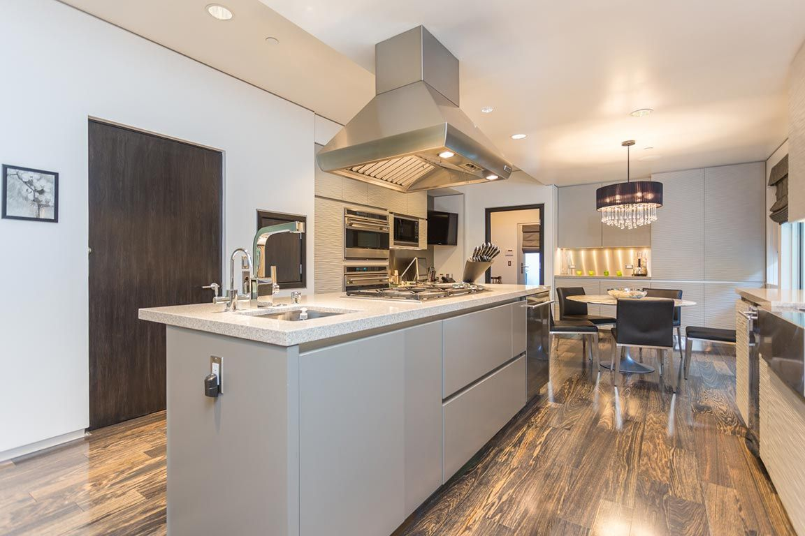 Modern new construction in Beverly Hills, 216 S Canon Dr, Beverly Hills, CA 90212 - page: 1