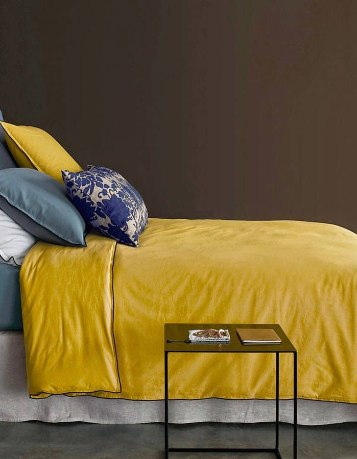 Le jaune moutarde associé au marron | Chambre | Bedroom | Pinterest ...