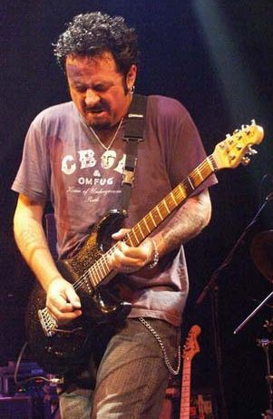Steve lukather of Toto.