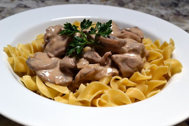 Hardly Housewives: Beef Stroganoff