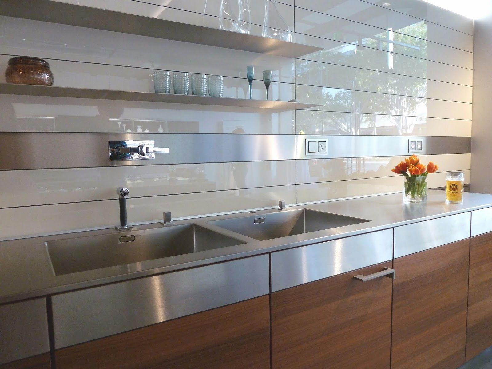 Kitchen rear wall has a backlit glass niche with - Glass wall panels kitchen ...