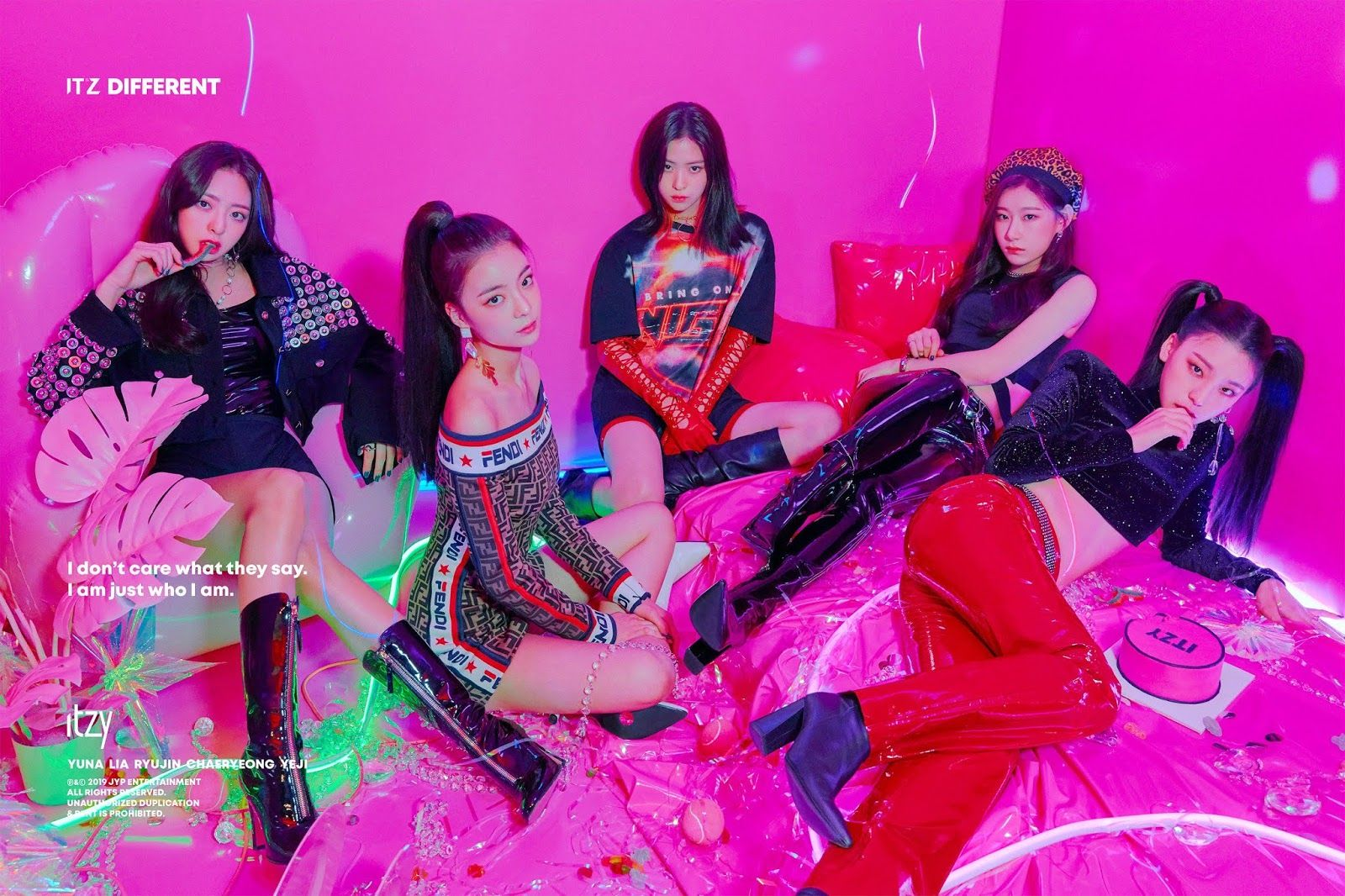 Photos Itzy It Z Different Image Teaser Itzy Album Covers Girl Group