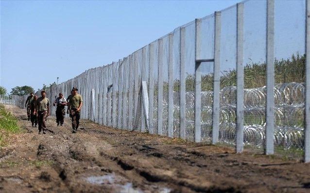 Και δεύτερο φράχτη υψώνει η Ουγγαρία στα σύνορα με Σερβία: Και δεύτερο φράχτη υψώνει η Ουγγαρία κατά μήκος των νότιων συνόρων της με τη…