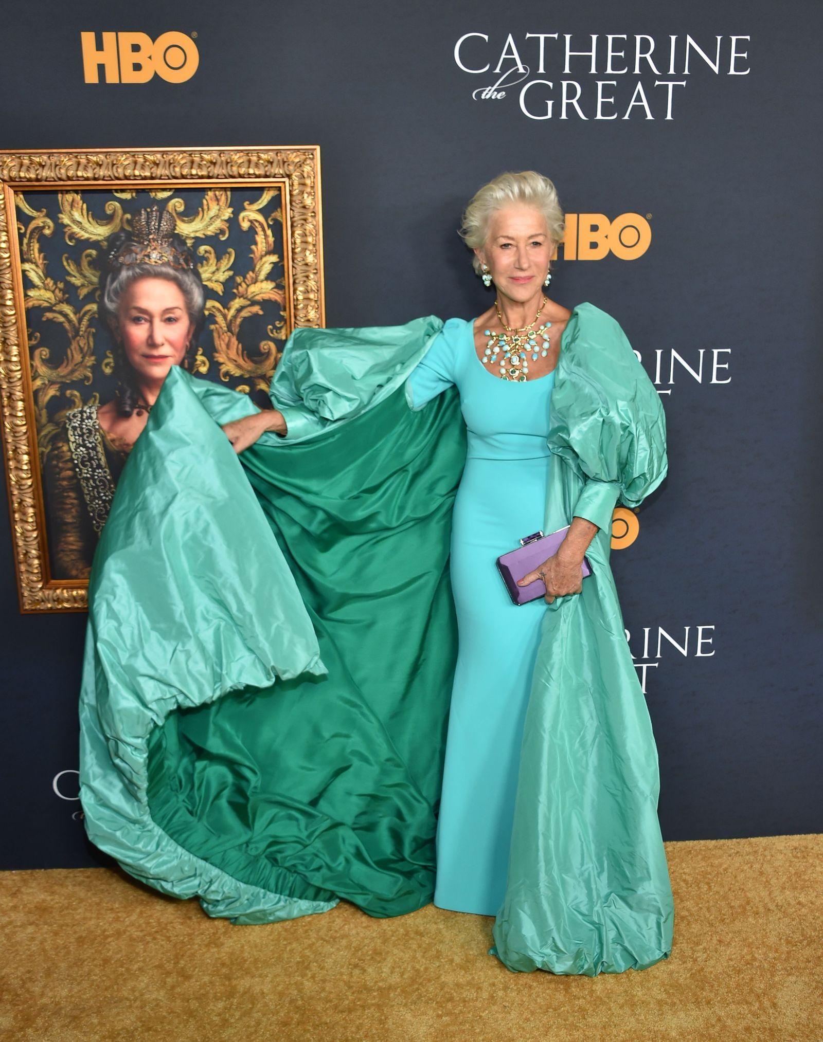 Helen Mirren Did Regal Like No Other In This Badgley Mischka Gown Badgley Mischka Gowns Badgley Mischka Helen Mirren