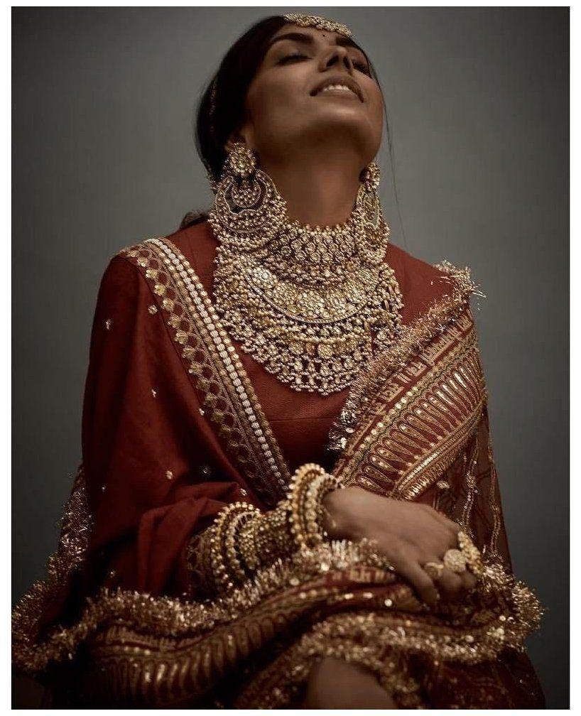 The Real Anushka Sharma Deepika Padukone Lehenga Cost Deepika Padukone Wedding Bridal Jewellery Design Traditional Wedding Jewellery Sabyasachi Jewellery
