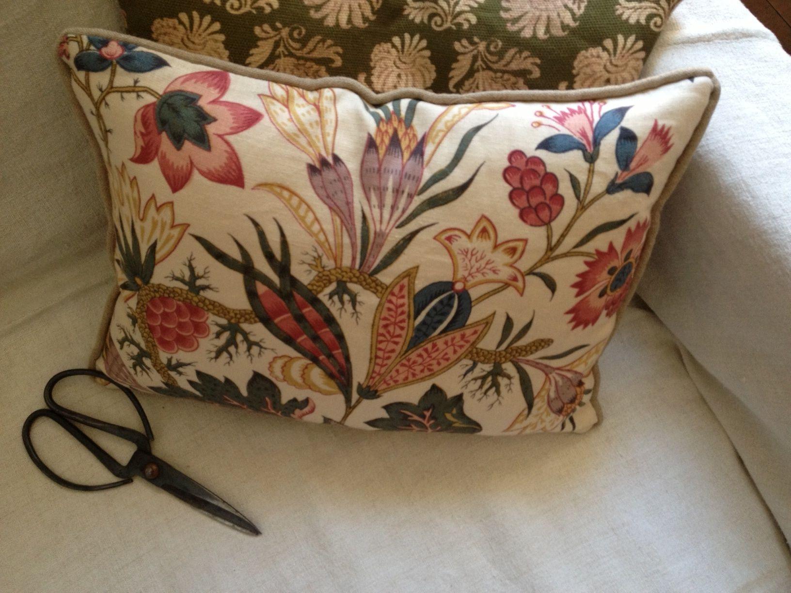grand crocus pillow