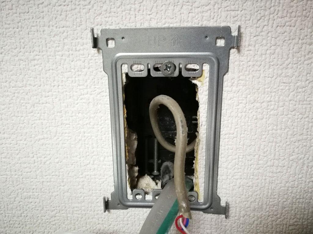 電源直結式ドアホンをdiyで取り付け モニタ付きインターホンへの変更は簡単でした Nohmiso Com 狭小ハウスデザイン コンセント ボックス ドア