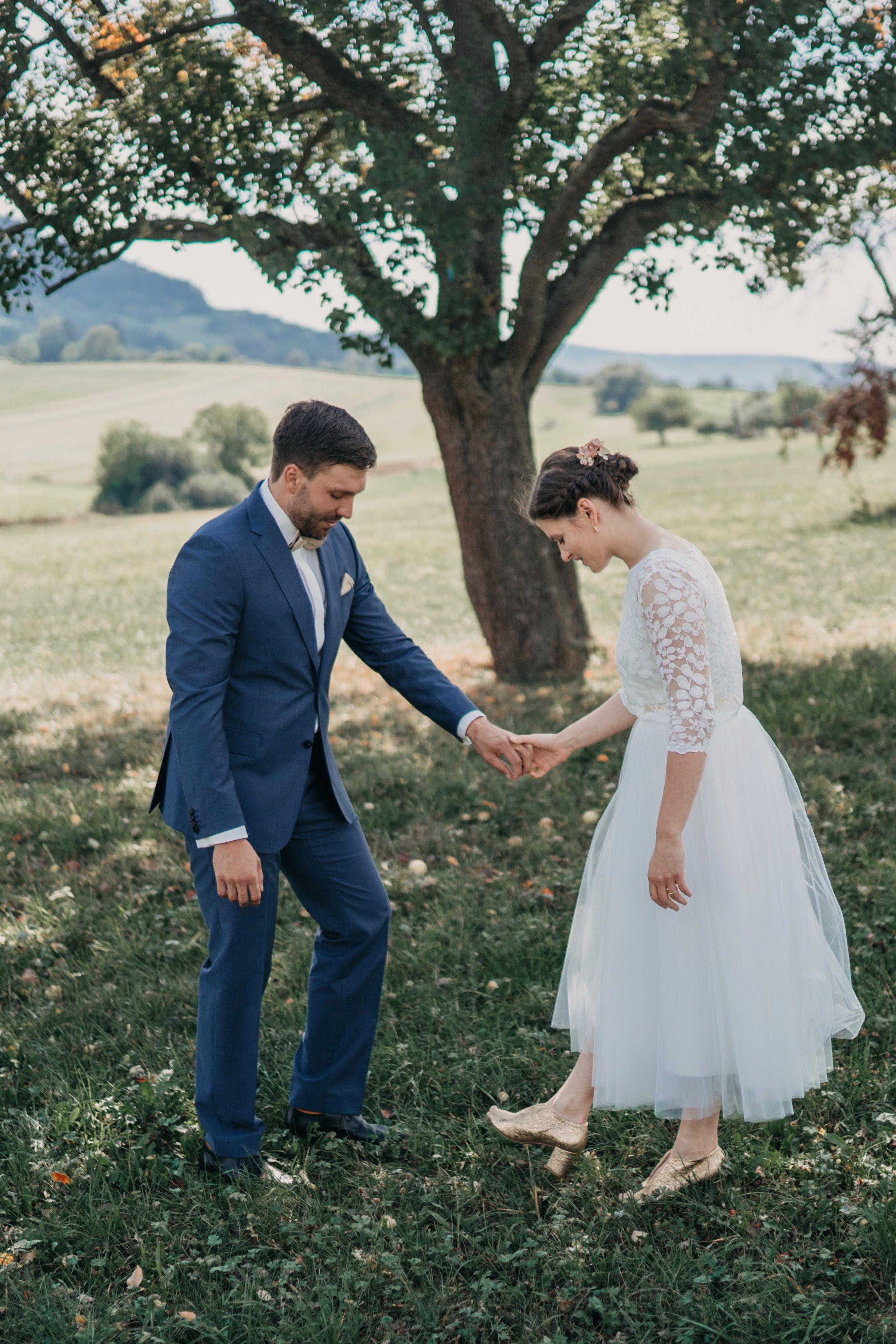 Modernes kurzes Brautkleid mit Spitzentop und Tüllrock