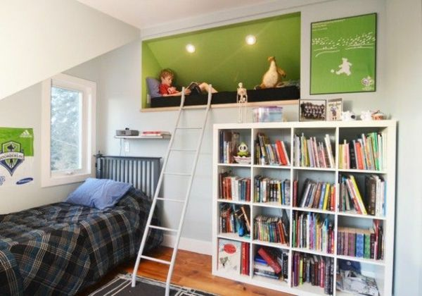 Einrichtungsideen jugendzimmer mit dachschräge  teenager zimmer gestalten mehr raum 2 betten treppe bücherregal ...