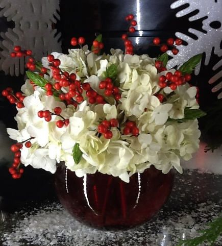 Christmas flowers in a cranberry glass vase eugenia for Artificial cranberries decoration