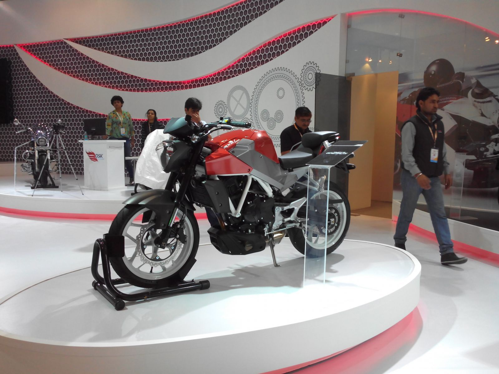 Hyosung gd250n naked and faired bikes coming soon in india official bikedekho com