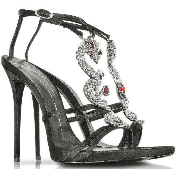 Salma Hayek Flashes Cleavage in Bow Detailed Giuseppe Zanotti Sandals ❤ liked on Polyvore featuring shoes, sandals, giuseppe zanotti shoes, bow shoes, bow sandals, giuseppe zanotti sandals y giuseppe zanotti