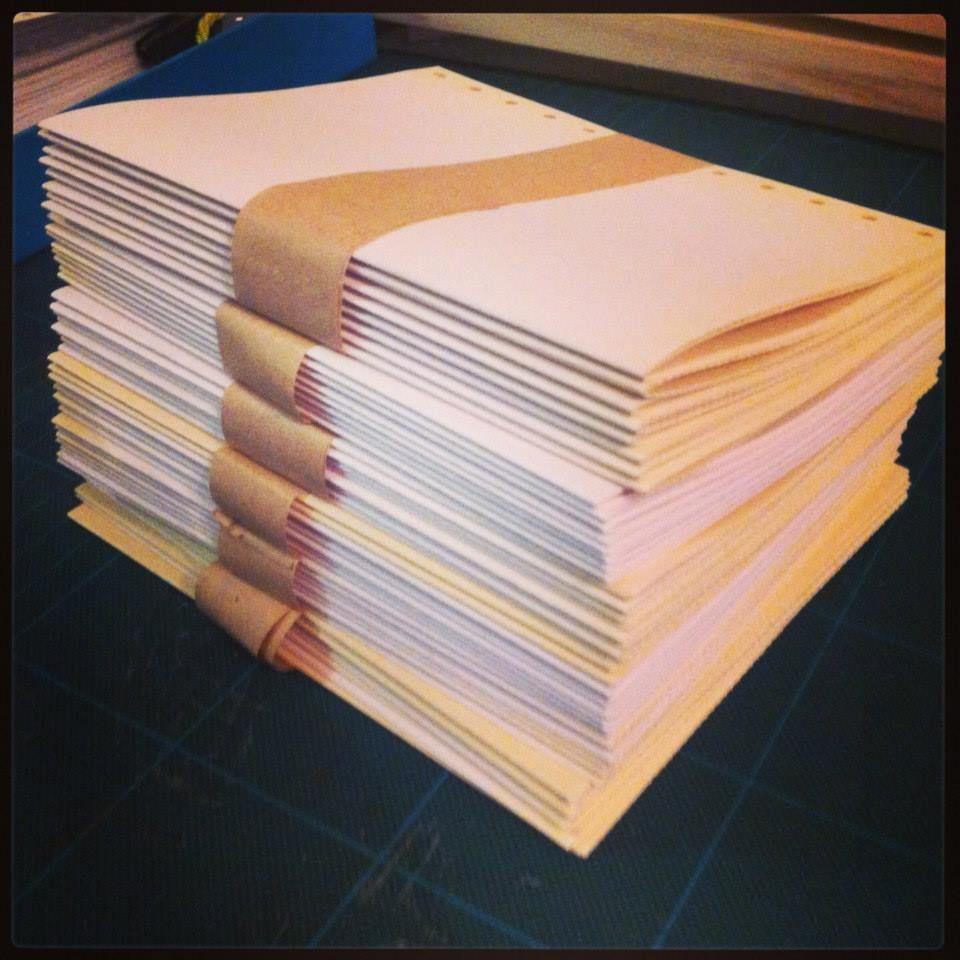 #colores:: #cuaderno #encuadernación #hojas #papel #agenda