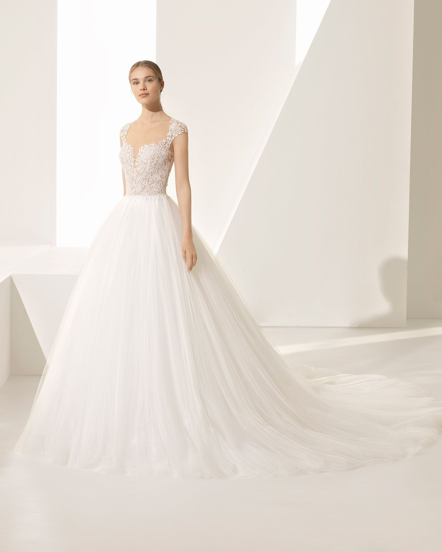 dd0e295920e8 PEGASUS - sposa 2018. Collezione Rosa Clará Couture nel 2019