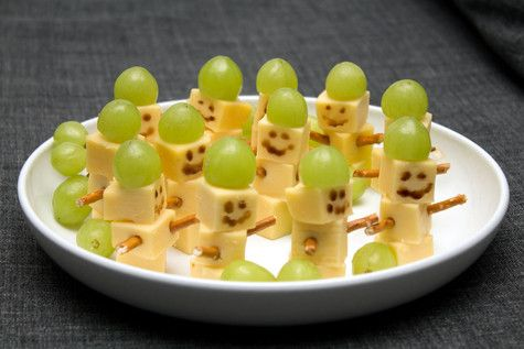 fun food kids winter schneemann snowman cheese kase weintrauben grapes salzstangen easy einfach schnell fast party