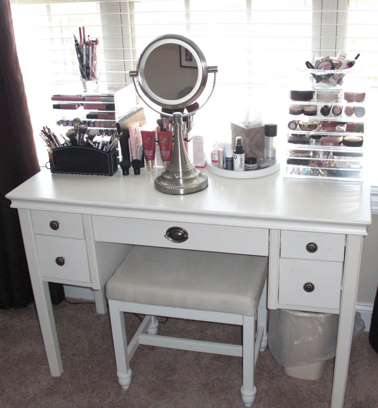 Bedroom Vanity Sets Canada In 2020 Vanity Set Up Small Bedroom Vanity Makeup Vanity Storage